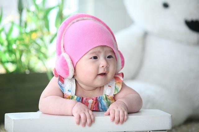 ピンクの帽子がカワイイ赤ちゃん